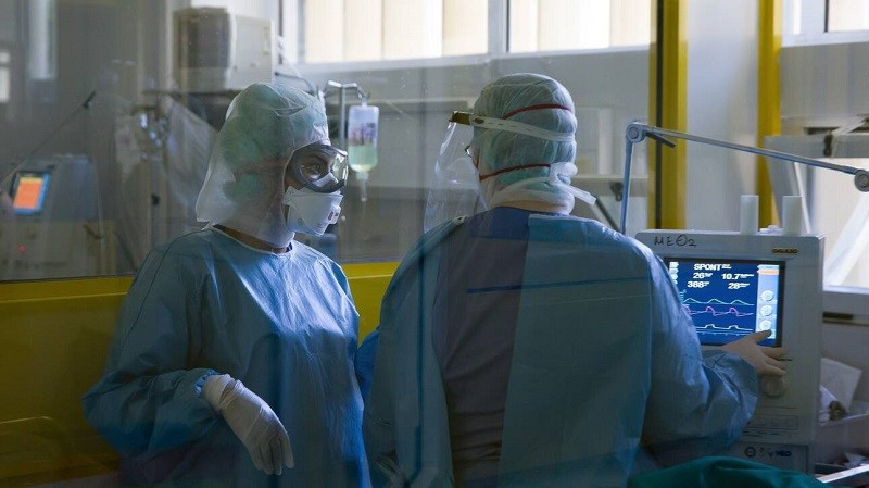 κορονοϊός εντατική γιατροί