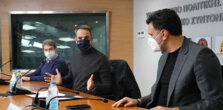 Κυριάκος Μητσοτάκης και Βασίλης Κικίλιας συνομιλούν για την έκδοση ψηφιακού πιστοποιητικού εμβολιασμού