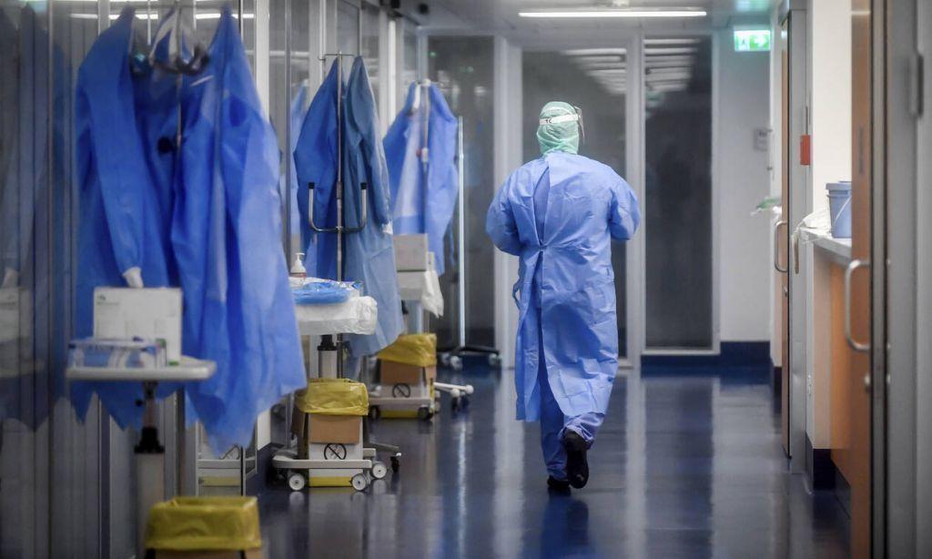 γιατρός νοσοκομείο στολή
